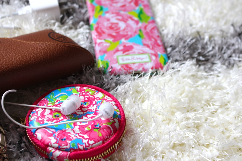 What's in my Purse | Daily Dose of Charm by Lauren Lindmark